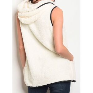 For The Pretty Girls Jackets & Coats - Ivory Sherpa Fur Vest